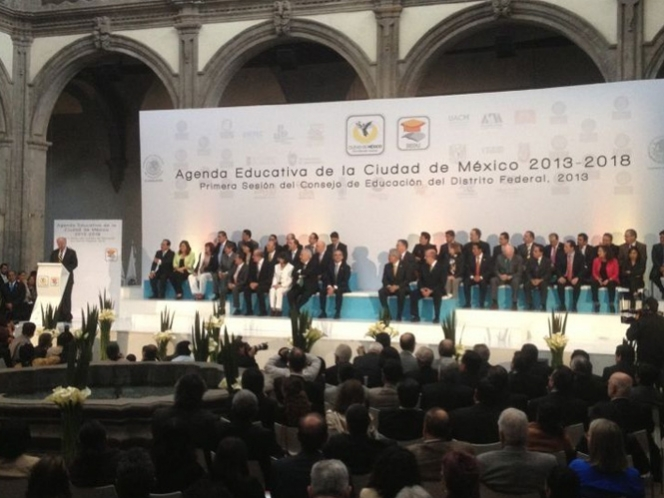 Mancera anuncia alimentacin para estudiantes de tiempo completo