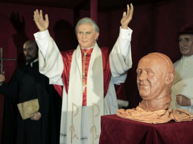 Moldean la primera figura de cera del papa Francisco