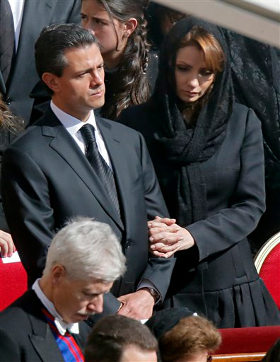 El presidente mexicano, Enrique Pea Nieto, y su esposa Anglica Rivera.